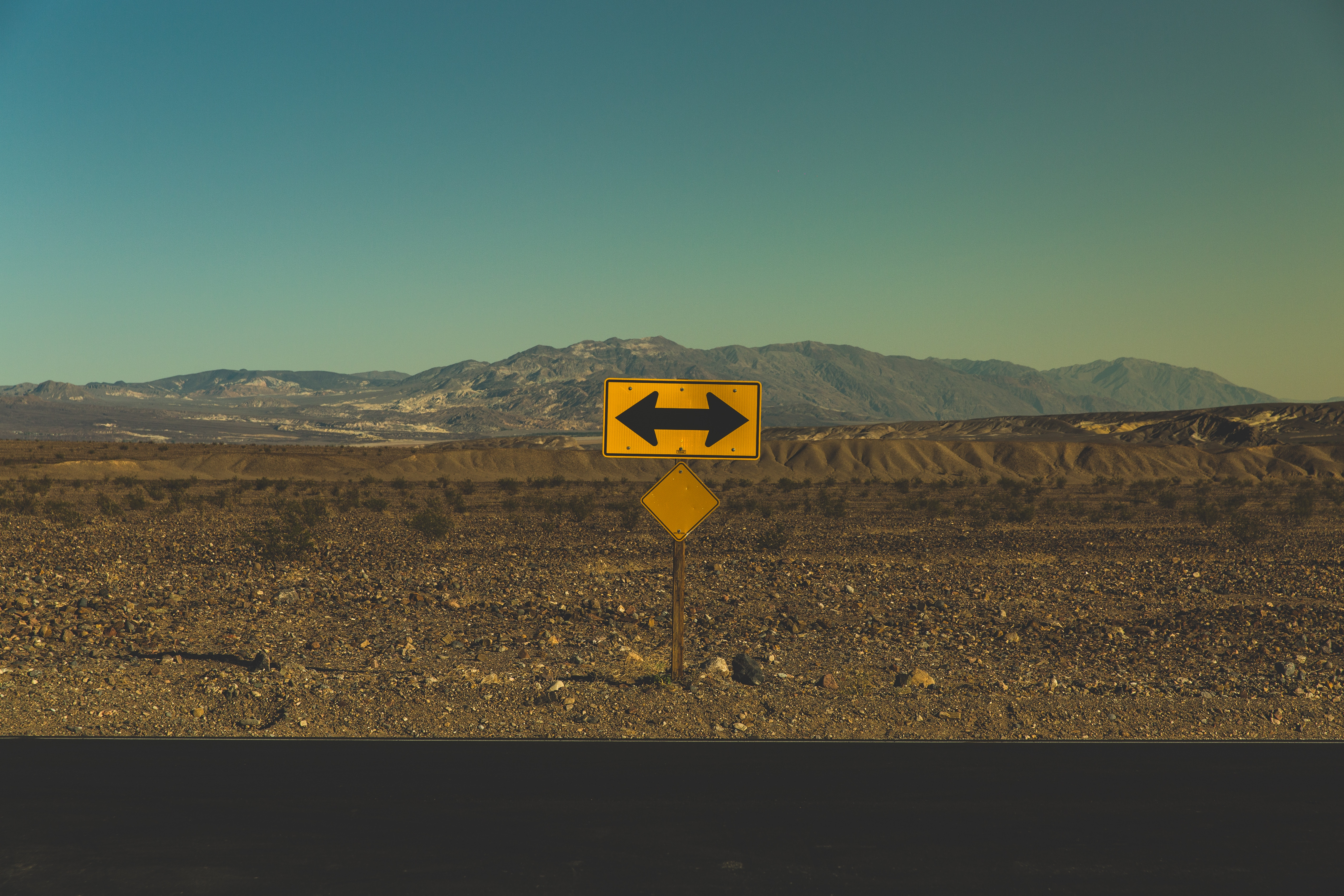Sign At The End Of A Road Requiring A Decision To Go Left or Right
